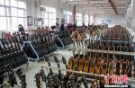 """探访中国西部山区的吉他""""世界工厂"""" - 贵州新闻"""