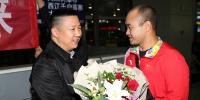 陈义龙副理事长到机场迎接1.JPG - 残疾人联合会
