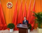 省人大常委会副主任、秘书长陈鸣明主持宪法宣誓仪式 - 人民代表大会常务委员会
