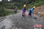 """资料图:图为贵州农村""""组组通""""公路建设。贺俊怡 摄 - 贵州新闻"""